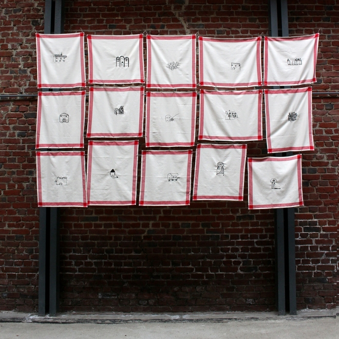 ORAN - MAISONS DE TISSU - 2018 - Installation à l'Écomusée du textile et de la vie sociale à Fourmies - 15 torchons brodés numériquement